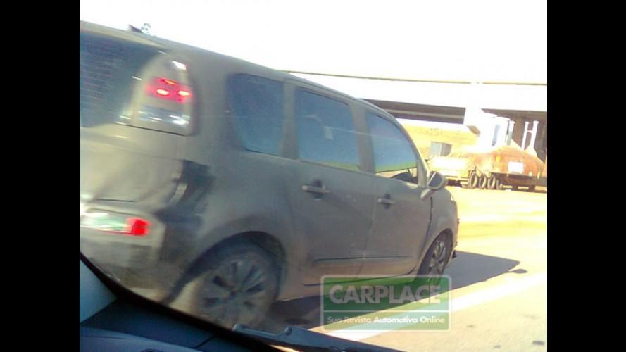 """Versão """"Normal"""": Leitor flagra novo Citroën C3 Picasso no Brasil"""