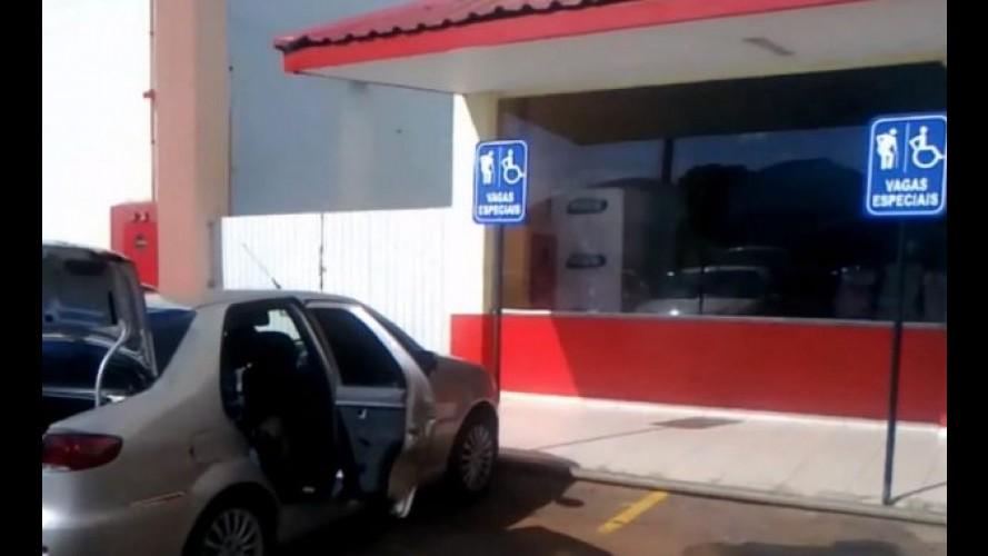 Estacionar em vaga reservada a idoso ou deficiente pode virar infração grave