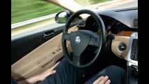Volkswagen desenvolve o Temporary Auto Pilot, um sistema que conduz o carro sozinho