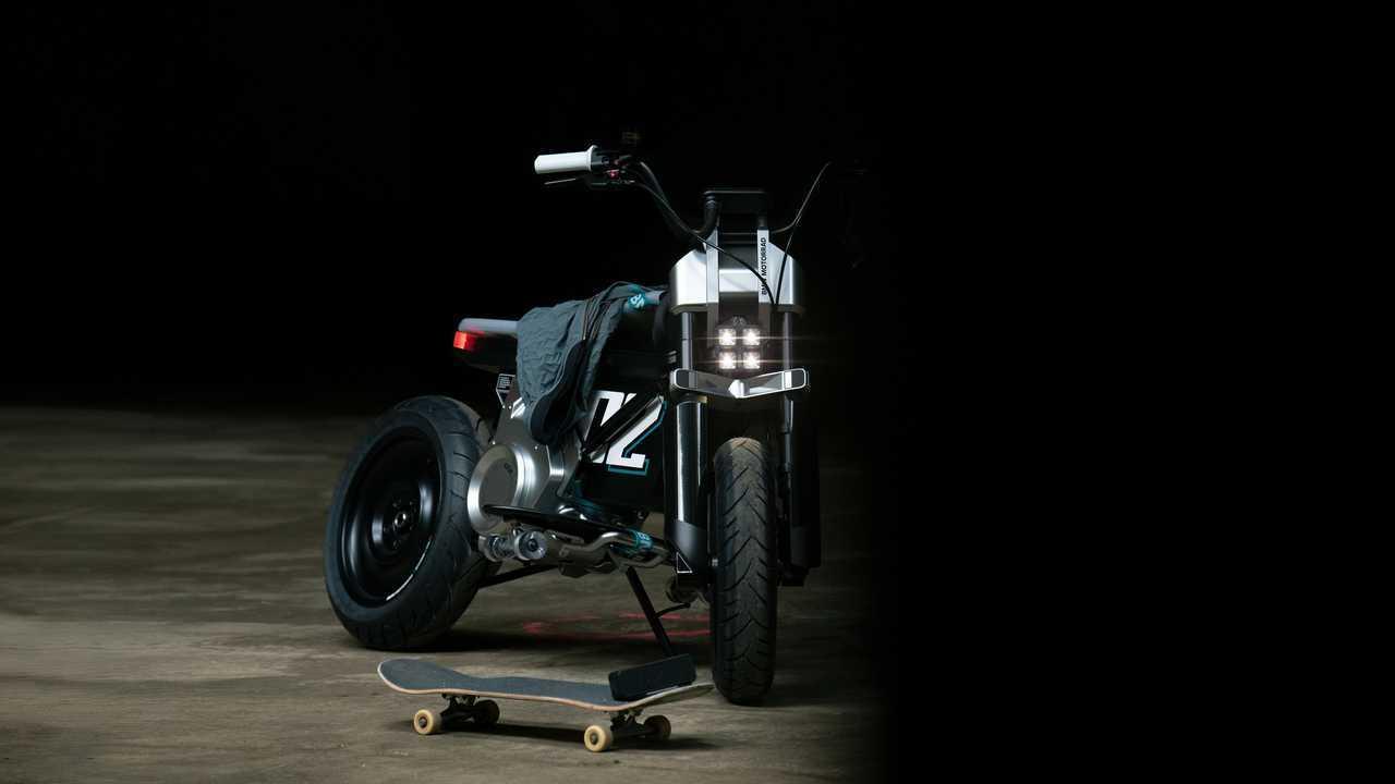 BMW Motorrad Concept CE 02 - Skateboard