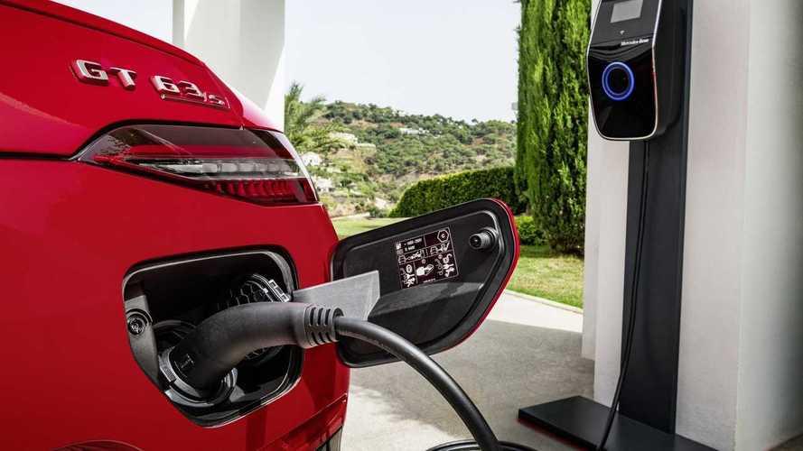 Auto ibride plug-in, 6 italiani su 10 pronti ad acquistarle
