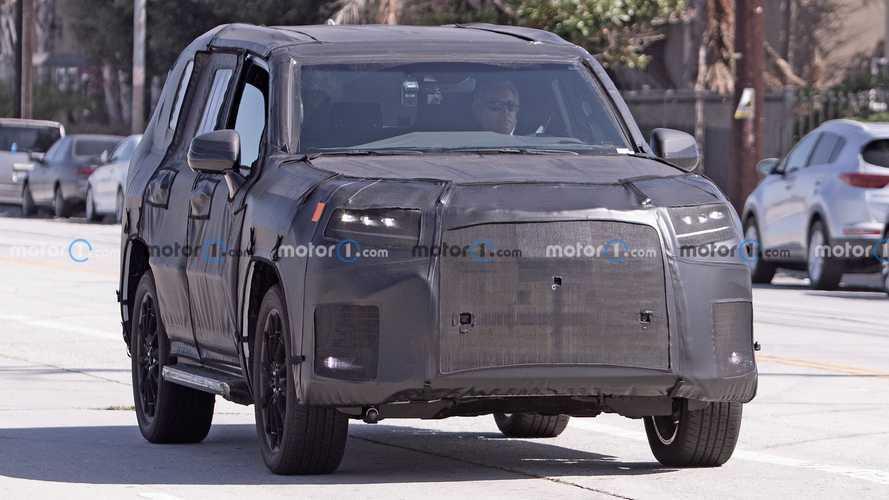 2021 Lexus LX 600, Land Cruiser temellerini gizlemekte kararlı