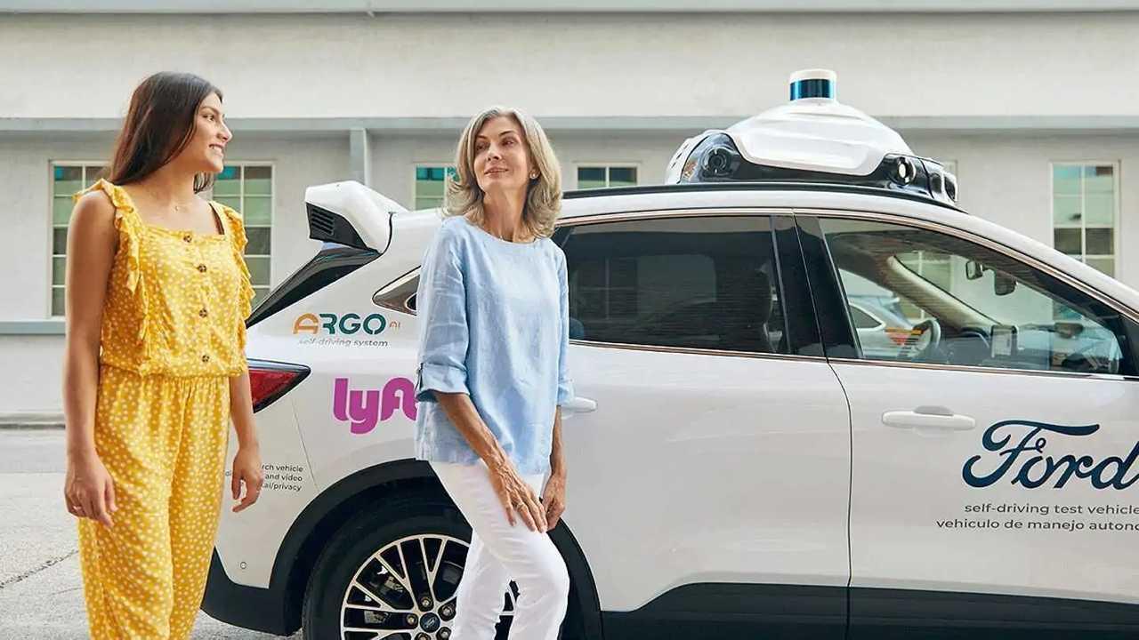 Ford lancia il primo servizio di taxi robot al mondo