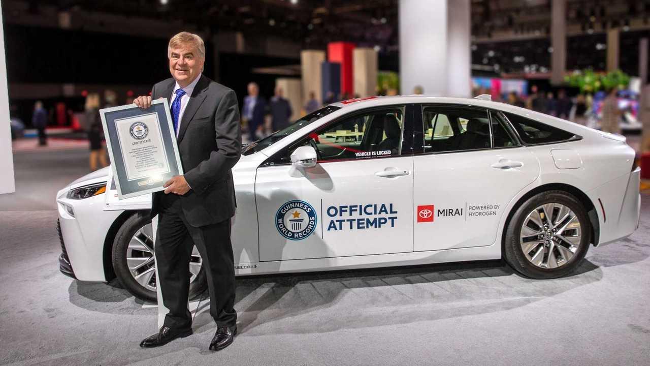 Toyota Mirai mengukir rekor dunia di Amerika.