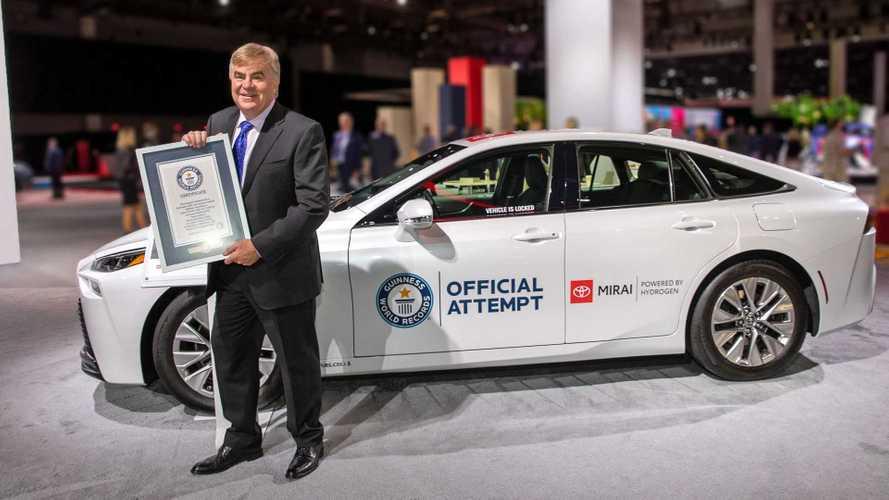 Toyota Mirai Ukir Rekor Dunia 1.359 Km Tanpa Mengisi Bahan Bakar