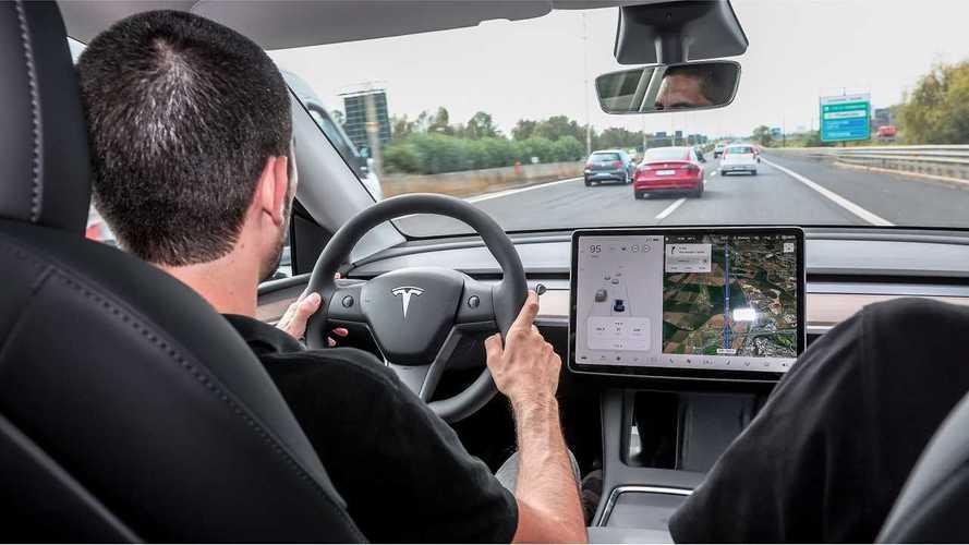 Tesla Model Y, perché comprarla elettrica e perché no