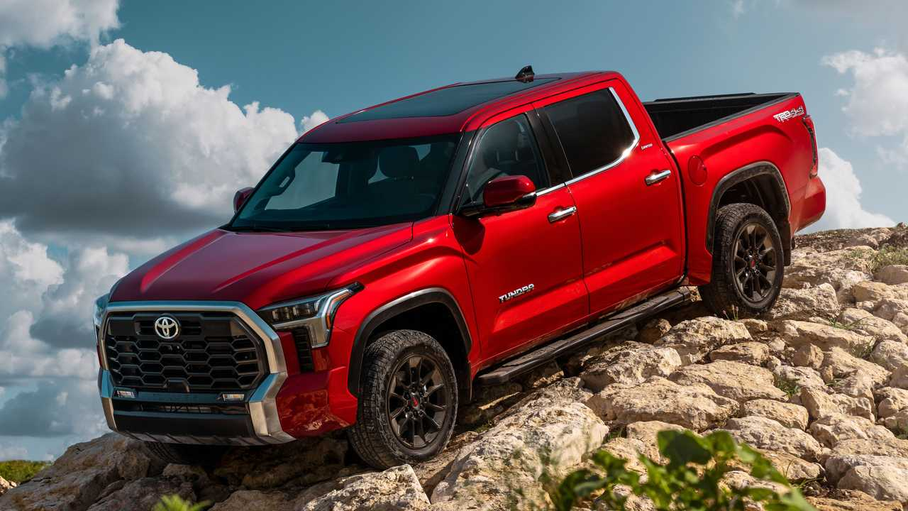 2022 Toyota Tundra Limited TRD Offroad Exterior Front Quarter
