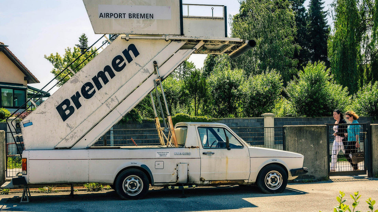 Ein Golf Caddy des Bremer Flughafens