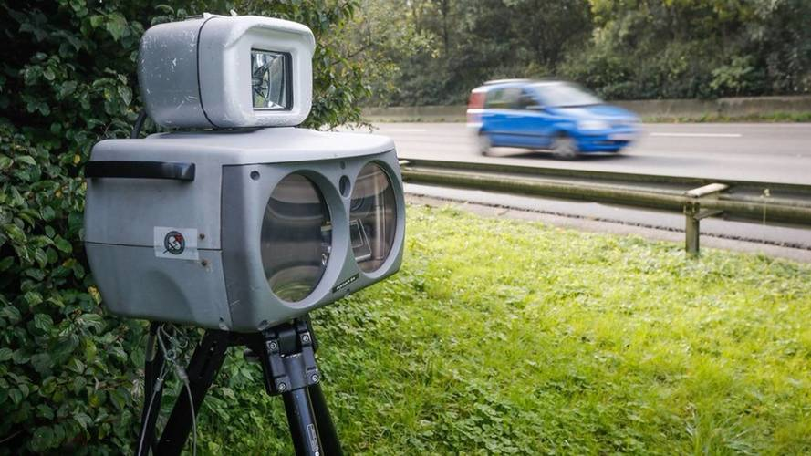 Un Opel Astra, cazado por un radar... ¡a 696 km/h!