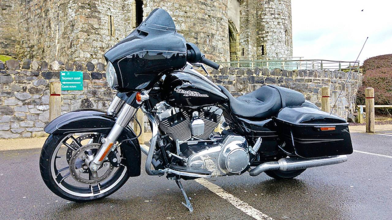 RideApart Review: 2016 Harley-Davidson Street Glide Special