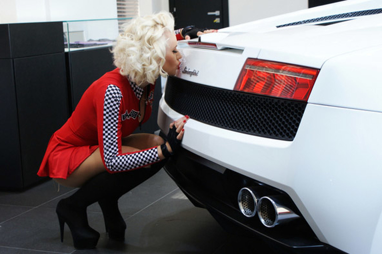 Video: Blond Drive TV Makes The Gallardo Even Sexier