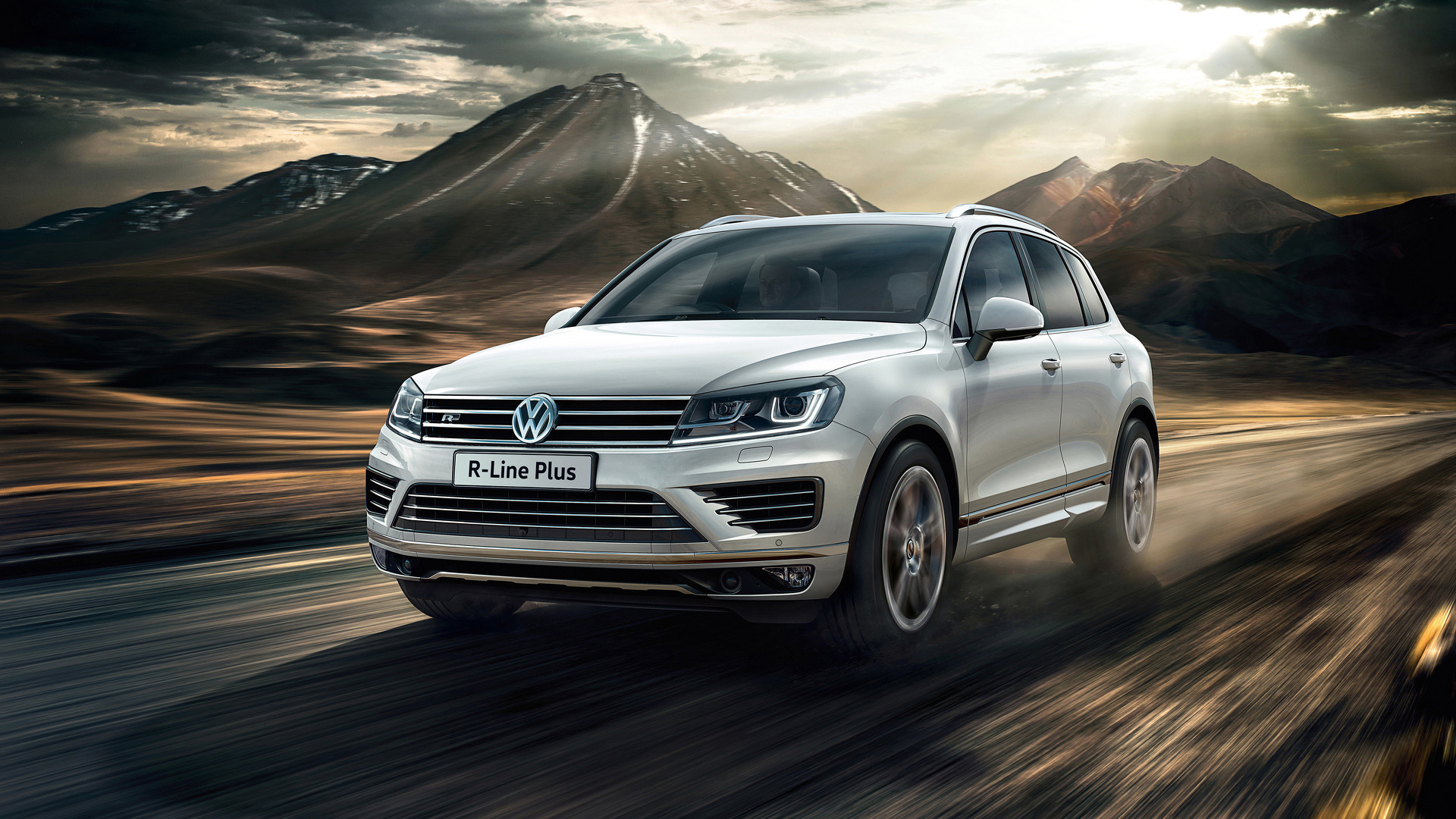VW Touareg R-Line Plus announced in U K  for £48,095