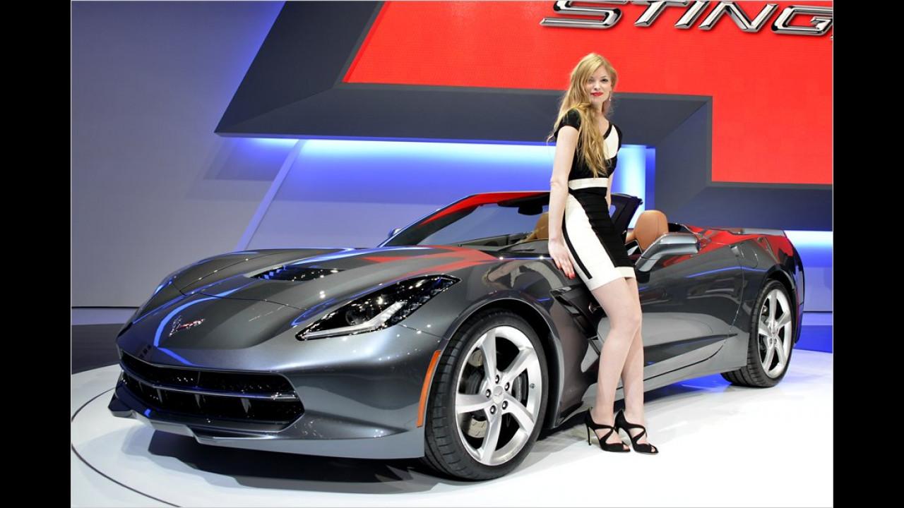 Hier noch mal die neue Corvette, die gerade auf Hochglanz po-liert wird