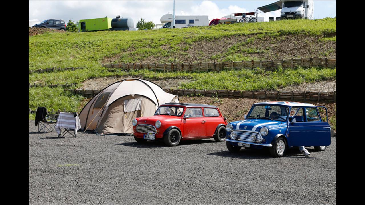 Besonders im Vergleich zum rechten Auto wird deutlich, dass beim linken Mini das Dach ,gechoppt