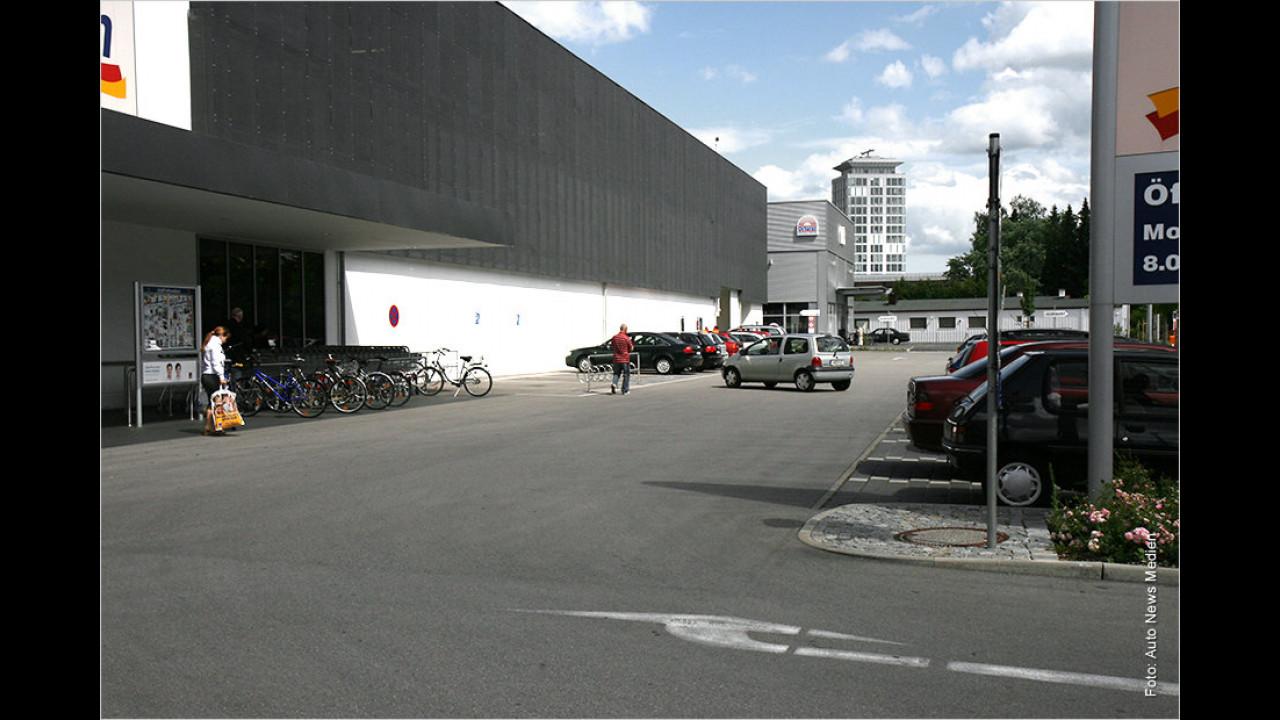 Supermarktparkplatz: Gilt da ,rechts vor links