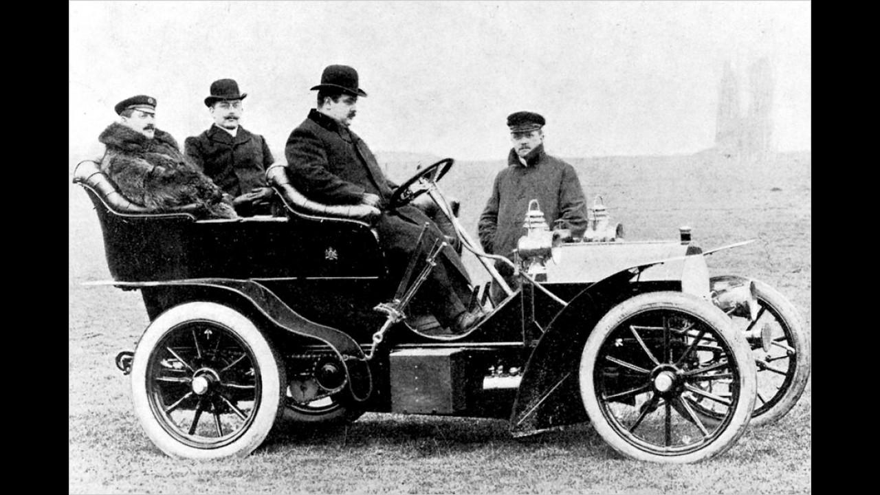 Edward VII. von England lässt sich zu Beginn des 20. Jahrhunderts in einem Daimler 18/24 PS chauffieren.