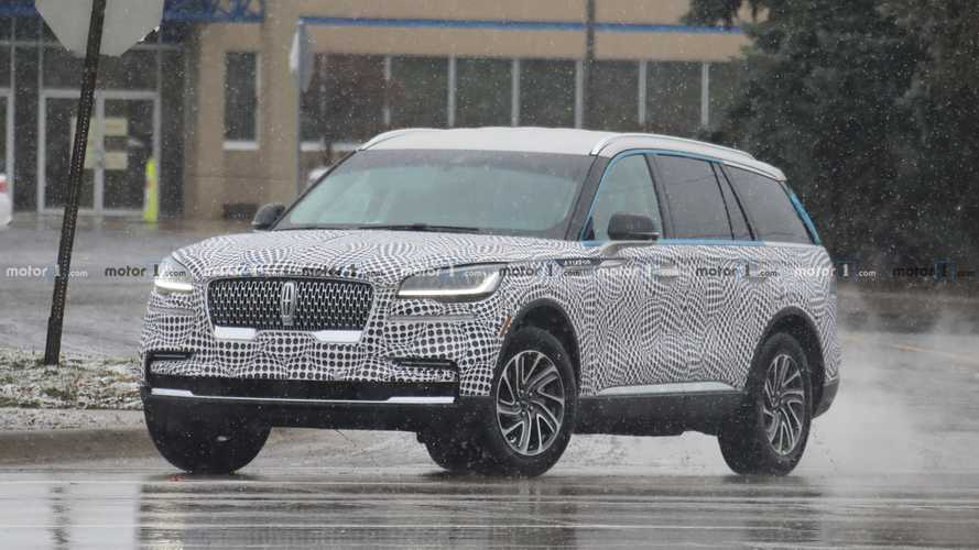 Lincoln Aviator SUV Spied Wearing Thin Camo Ahead Of LA Debut