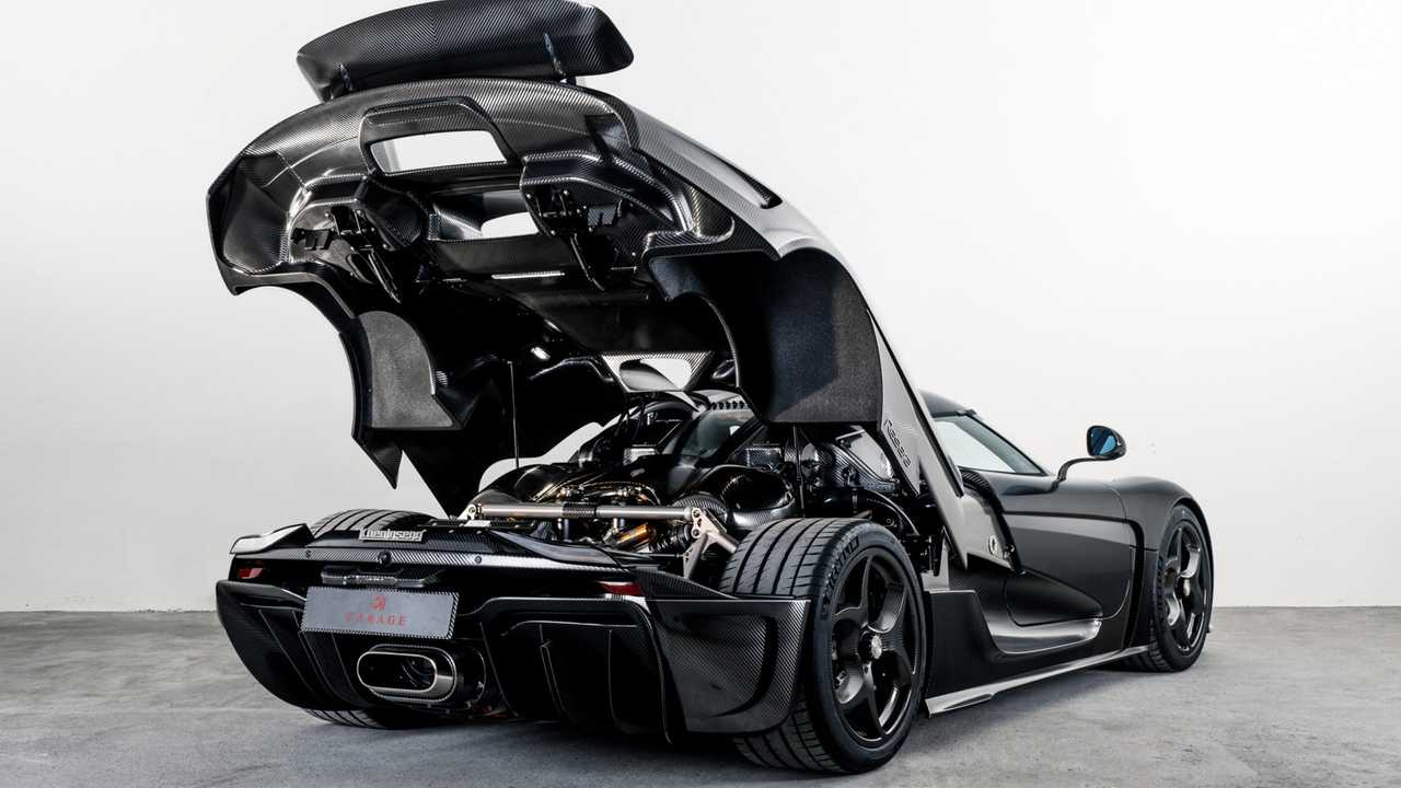 Koenigsegg Regera with bare carbon fiber body