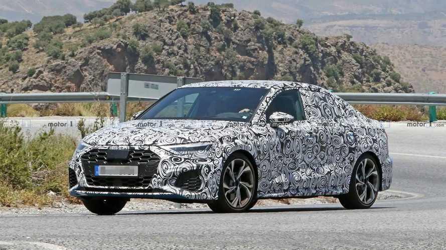 Flagra: Novo Audi A3 Sedan aparece pela primeira vez