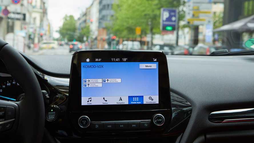 Car2X-Technologie: Ford und Vodafone testen Anzeige freier Parkplätze