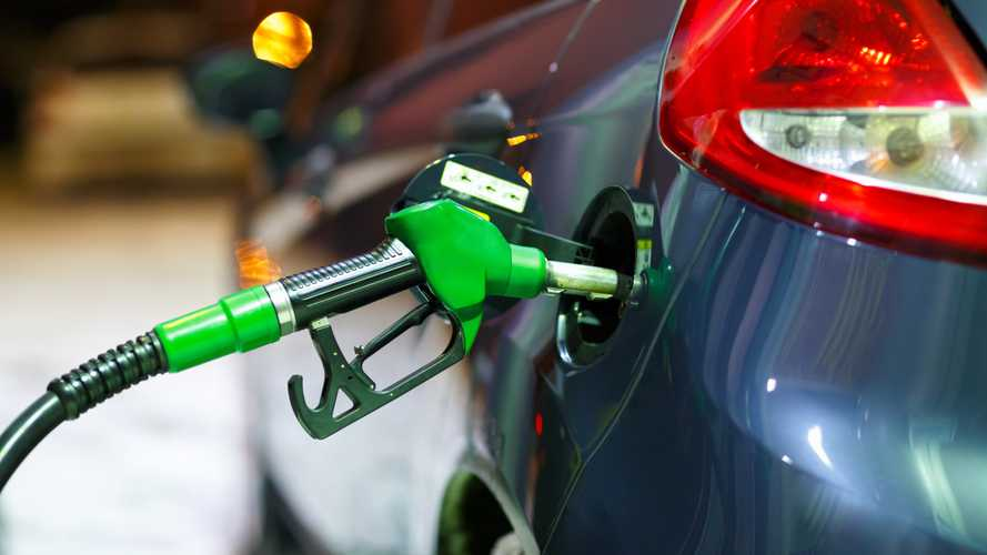 Benzinin pompa fiyatına bu gece indirim geliyor [GÜNCEL]