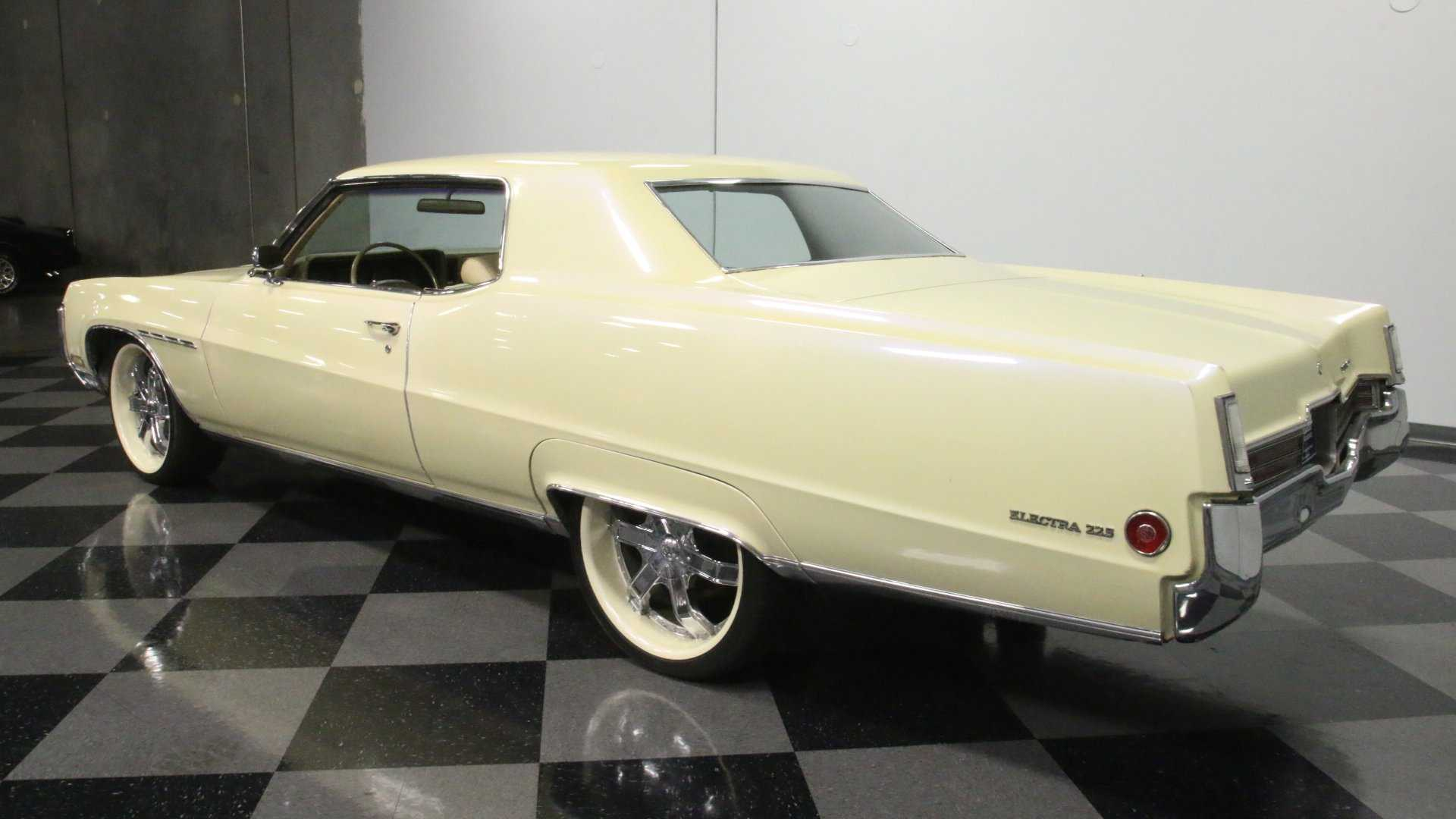 "[""1970 Buick Electra 225 Sports Custom Pearl White Paint Job""]"