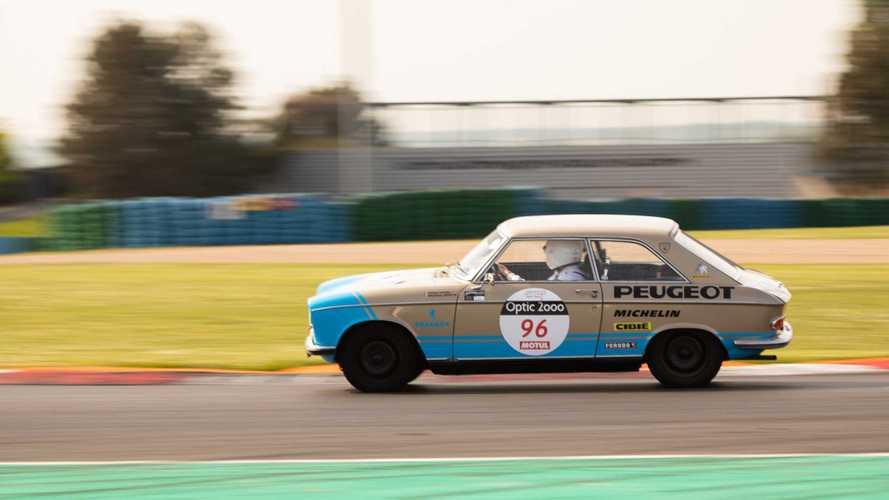 Tour Auto - La Peugeot 204 Coupé brille à Magny-Cours