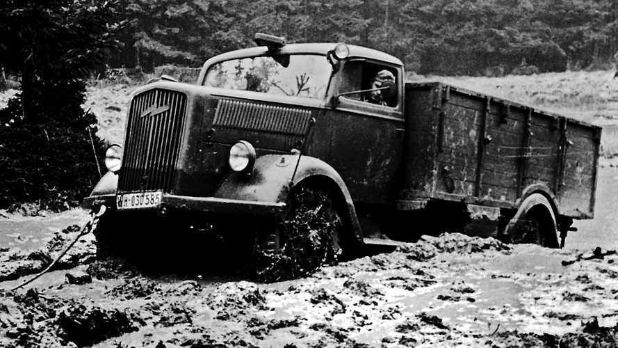 Un camion Opel targato Mercedes