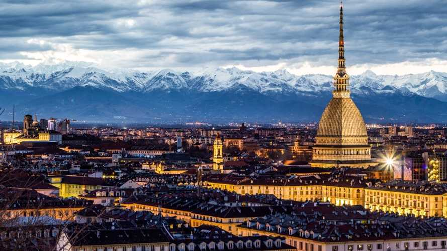 veicoli elettrici a Torino, ZTL, strisce blu e altre agevolazioni