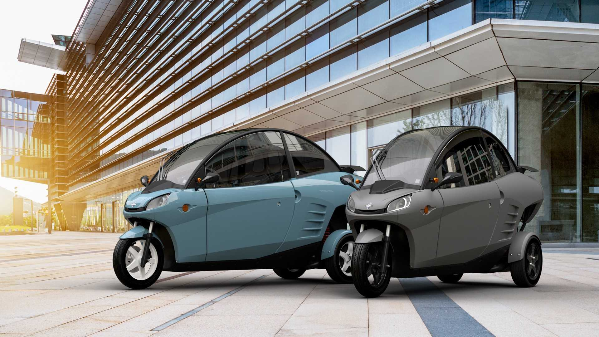 https://cdn.motor1.com/images/mgl/9noW0/s1/carver-will-start-delivering-its-electric-leaning-machine-in-september.jpg