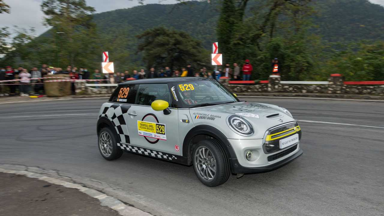 MINI Cooper SE hillclimb Romania