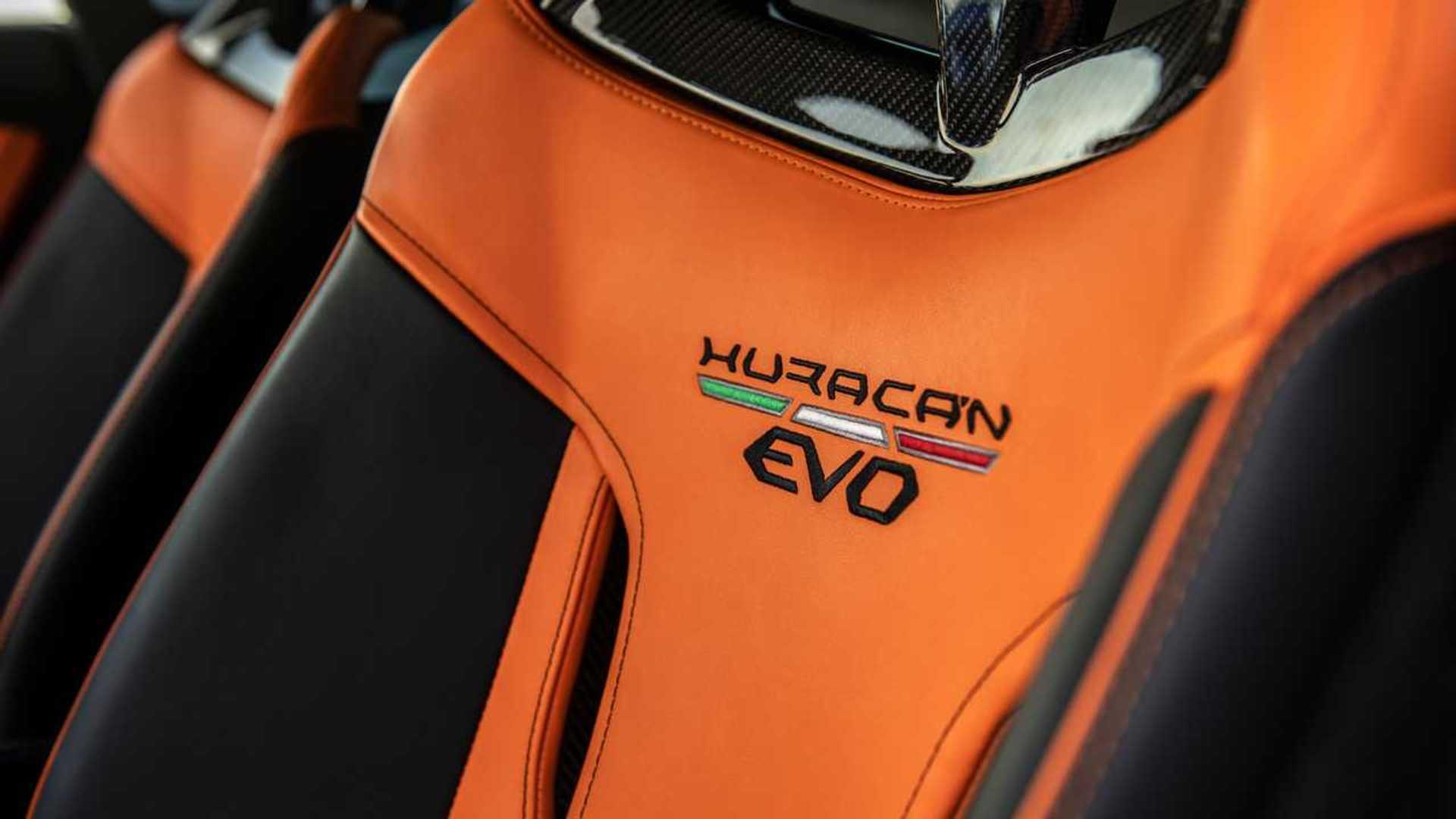 2020 Lamborghini Huracan Evo RWD seat detail