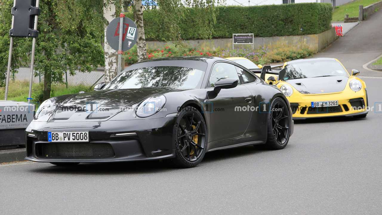 2021 Porsche 911 GT3 new spy photo (with previous GT3)