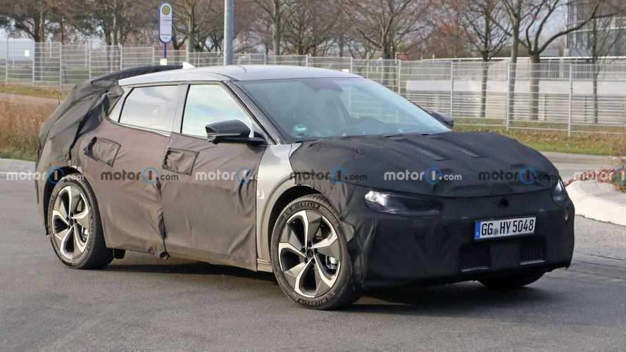 Kia'nın yeni elektrikli crossover'ı casuslarımıza yakalandı