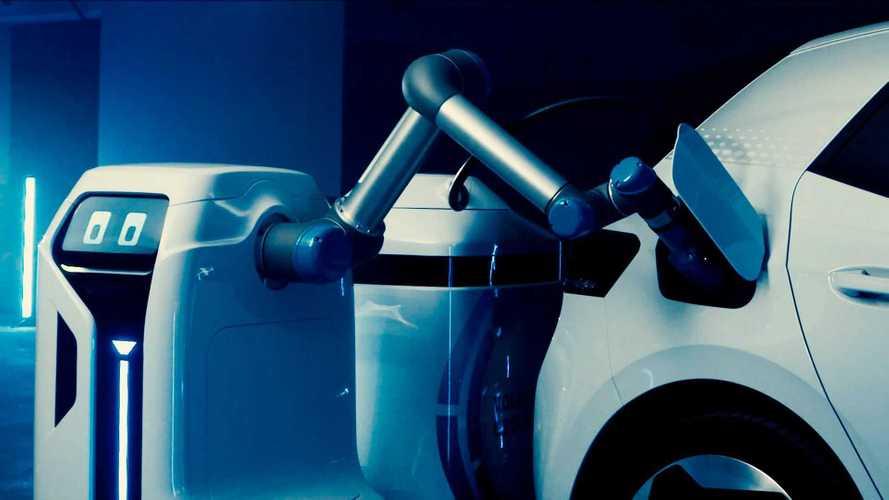 Volkswagen mostra i robot per la ricarica delle auto elettriche