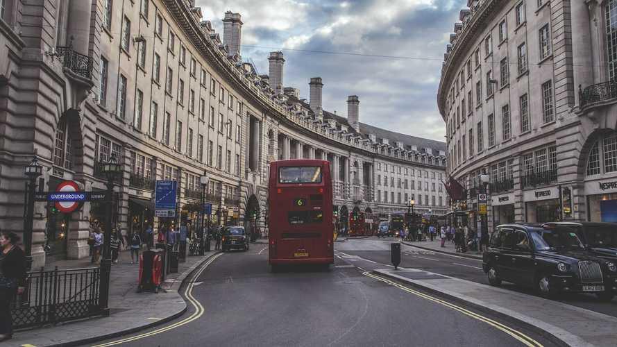 Auto benzina e diesel, dal 2030 divieto di vendita nel Regno Unito