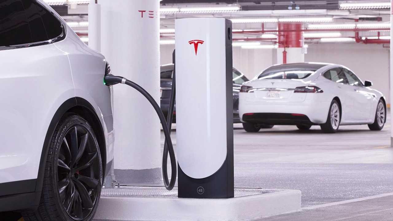 Tesla Supercharger şarj istasyonu