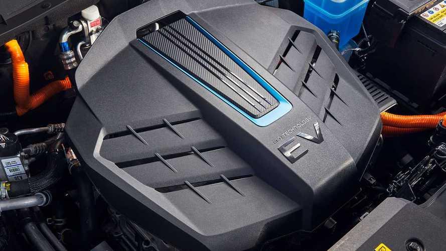 8 adet kompakt elektrikli otomobilin drag yarışını izleyin!