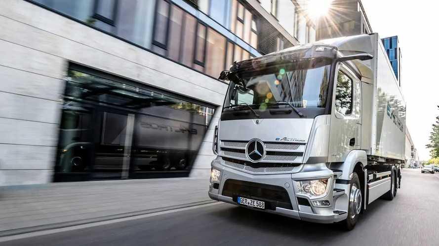 Caminhão elétrico Mercedes eActros estreia em versão de produção