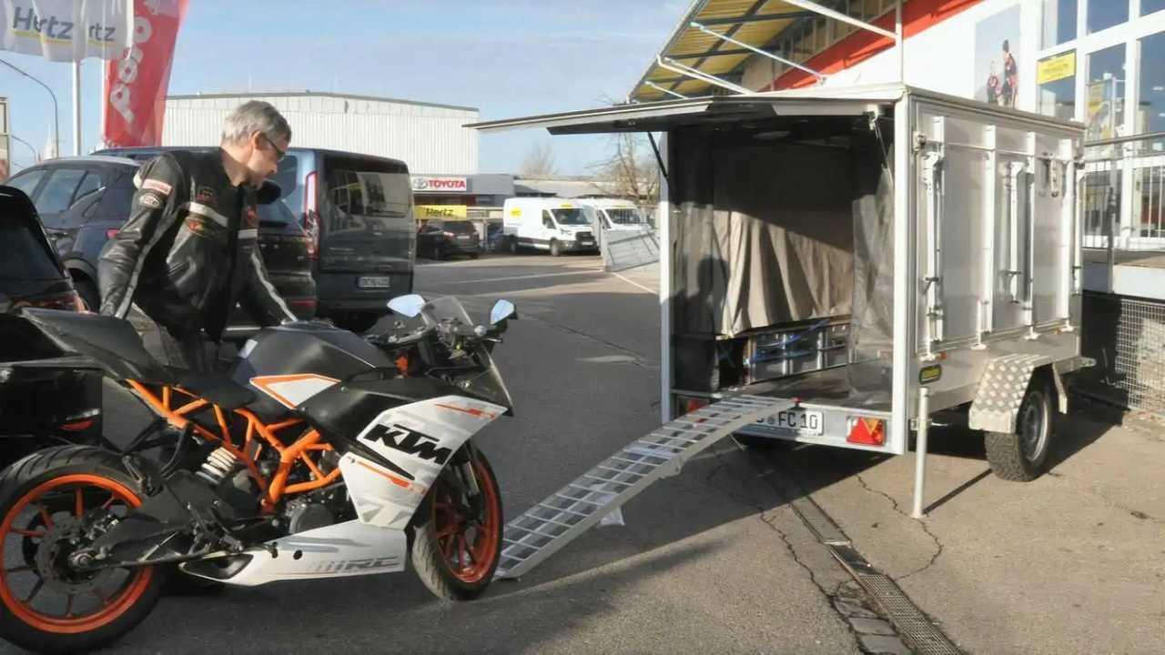 Farfalla camper caravana para llevar la moto de vacaciones
