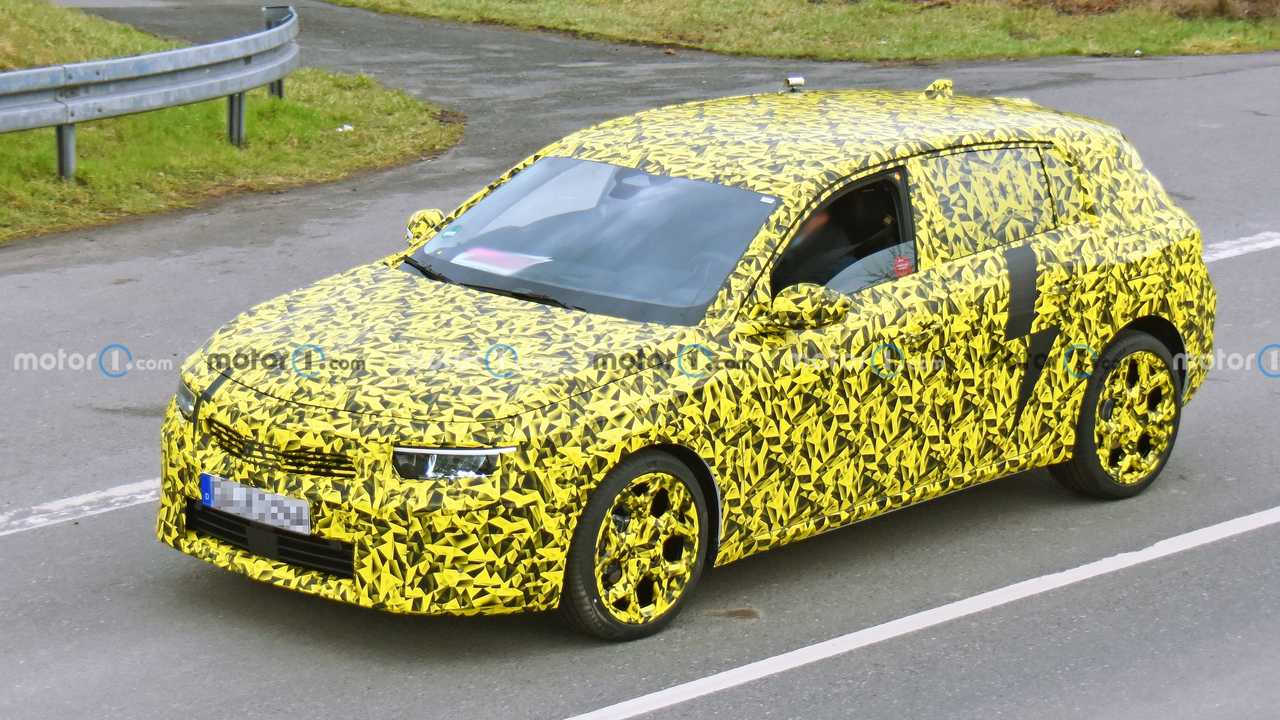 2022 Opel Astra spy shot