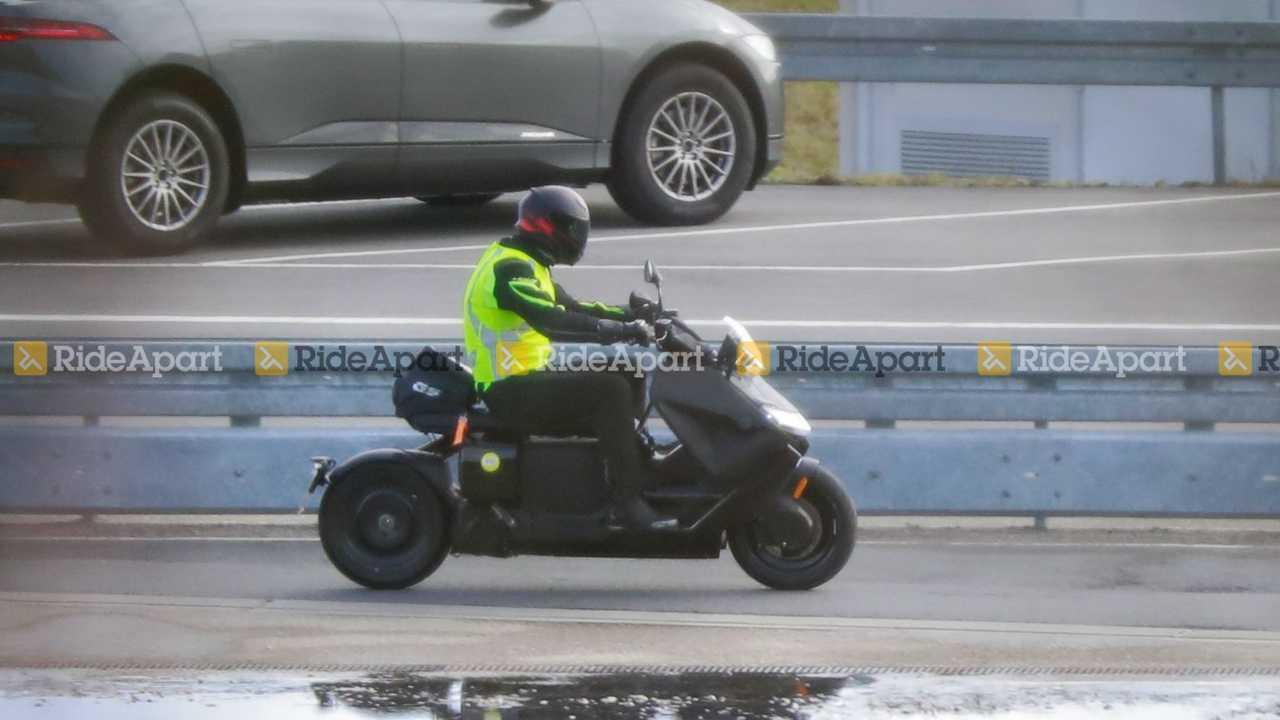 BMW Definition CE-04 Spy Shots - Right Side Rain Riding Around Puddle