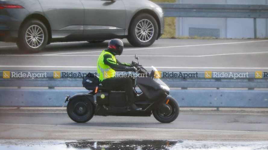Spotted: BMW Definition CE-04 Goes For A Rainy Day Ride