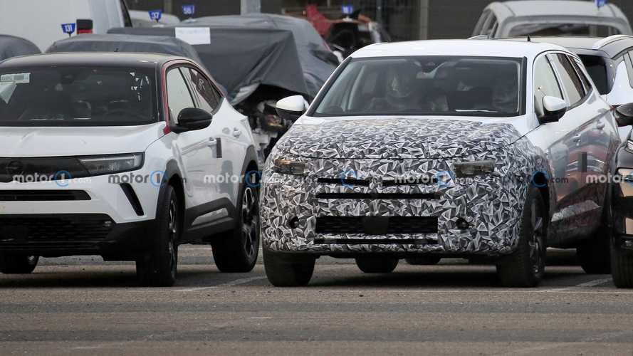 Vauxhall Grandland X facelift spy photos