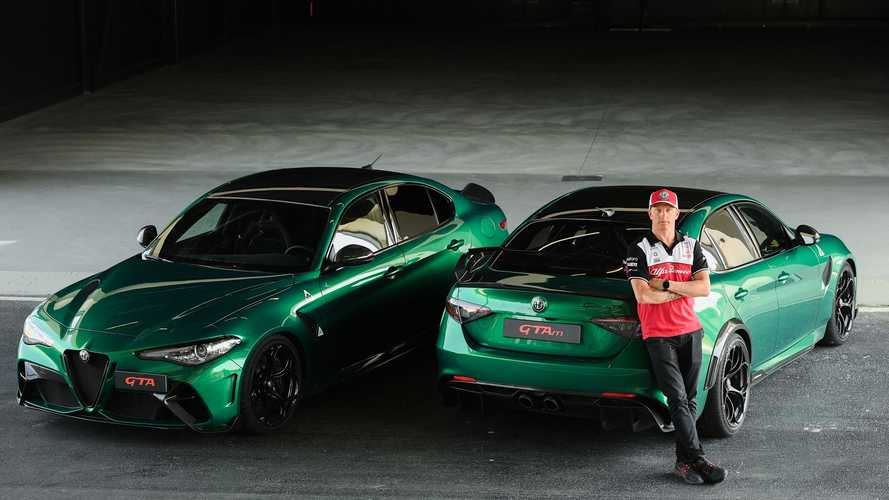 Bekukkantott az Alfa Romeo gyárába Kimi Raikkönen, hogy meglesse a Giulia GTA és GTAm gyártását