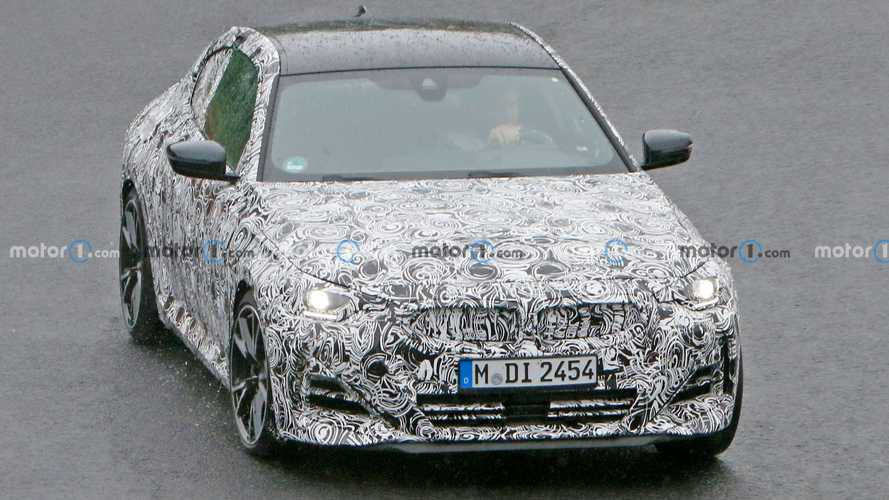 Újabb kémfotók érkeztek az új 2-es BMW-ről a július 8-i bemutató előtt