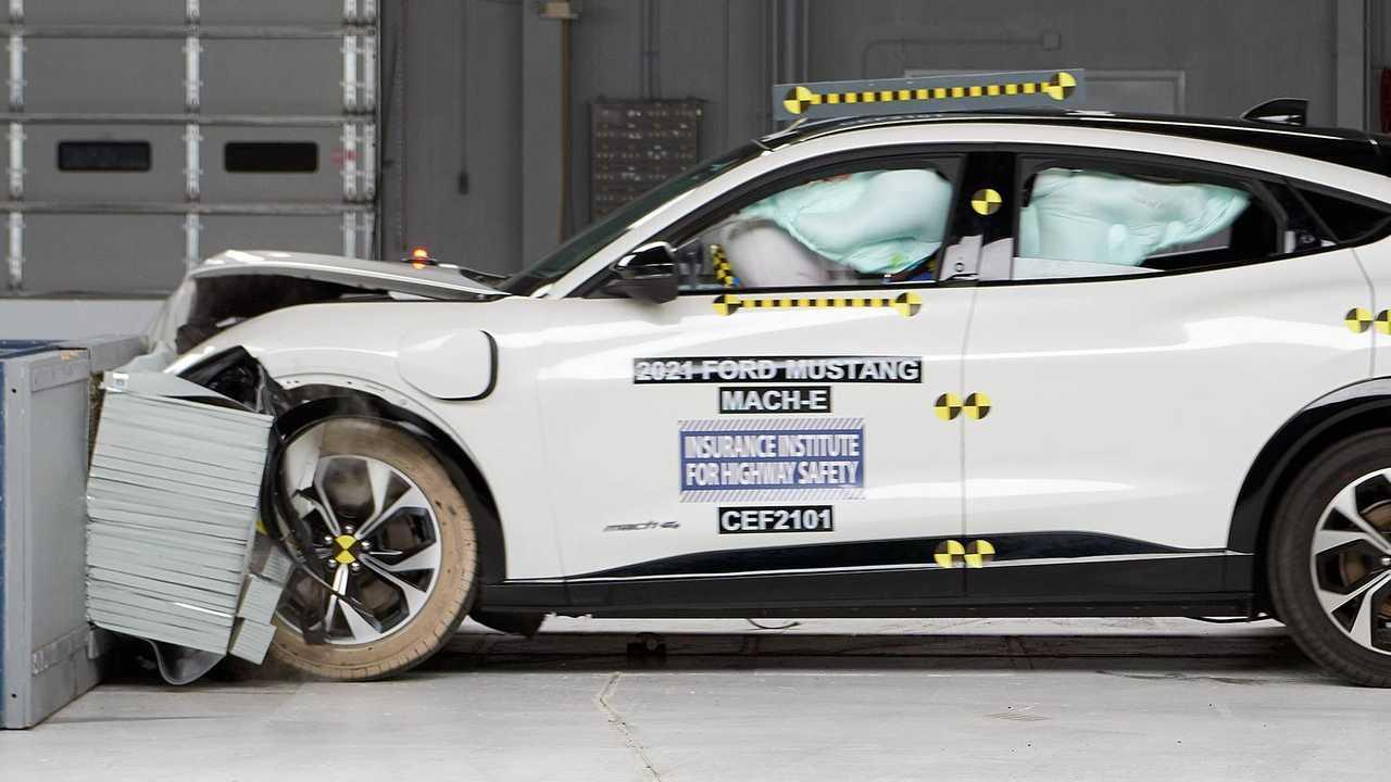 Ford Mustang Mach-E - testes de impacto