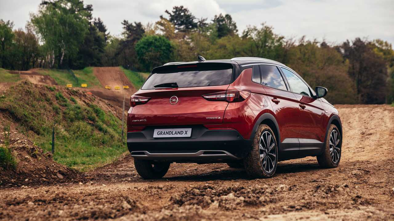 Opel Grandland X ibrida plug-in (2021), la prova su strada