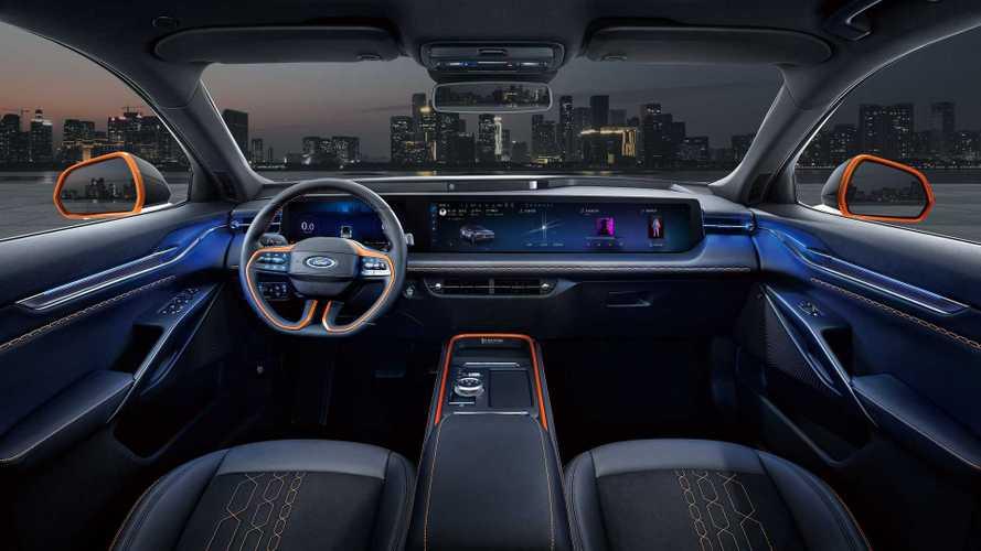 В электрокроссовер Ford на базе VW установят очень широкий экран
