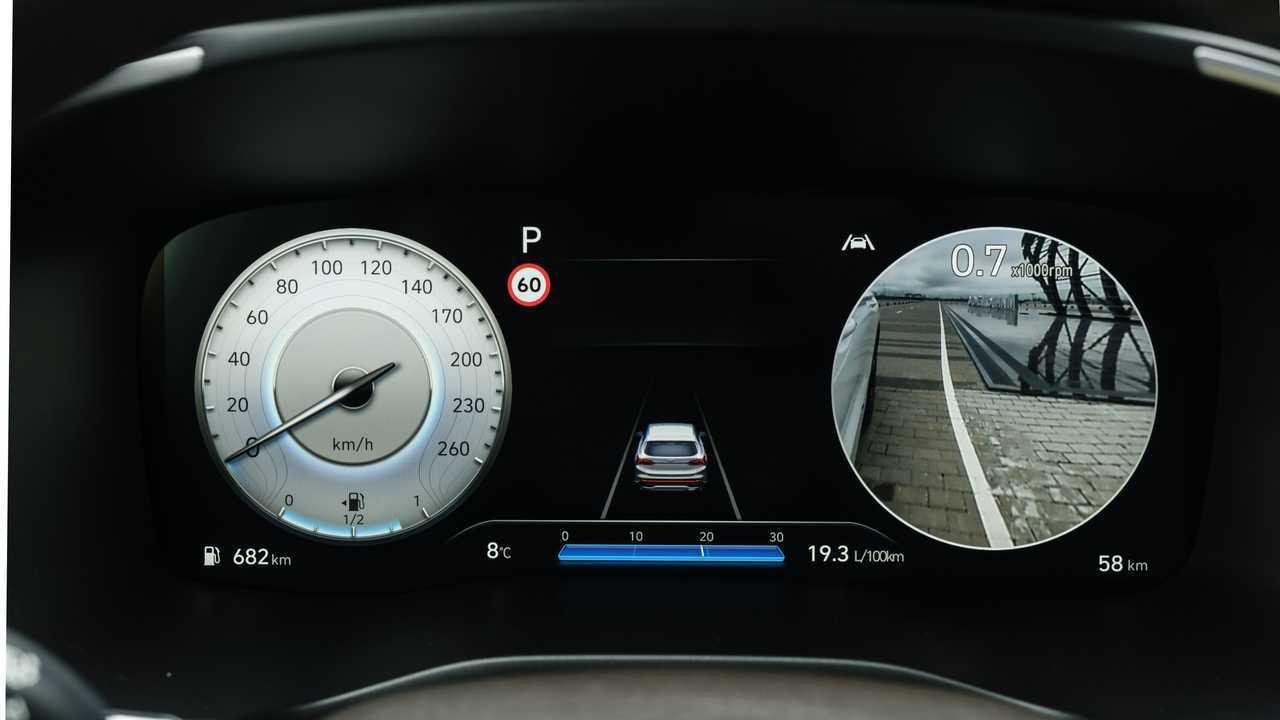 Обновленный Hyundai Santa Fe для России, приборы